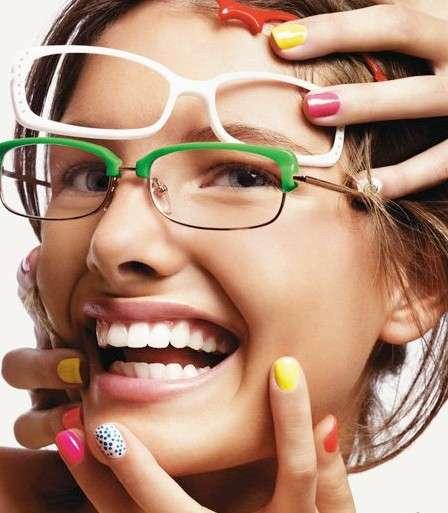 Colore occhiali in base ai capelli