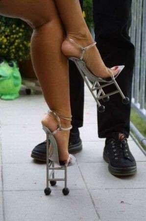 Scarpe donna: le sedie per i piedi