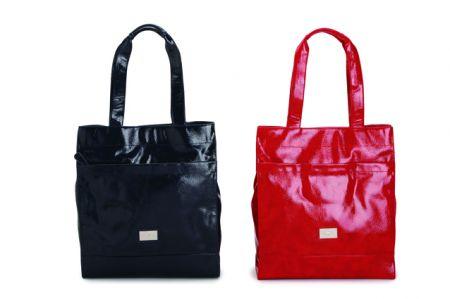 carpisa shopping grande in vernice disponibile in blu rosso e bianco