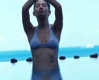 Ginnastica: lo yoga nell'acqua