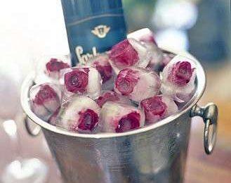 Cubetti di ghiaccio aromatizzati al lime o alle rose