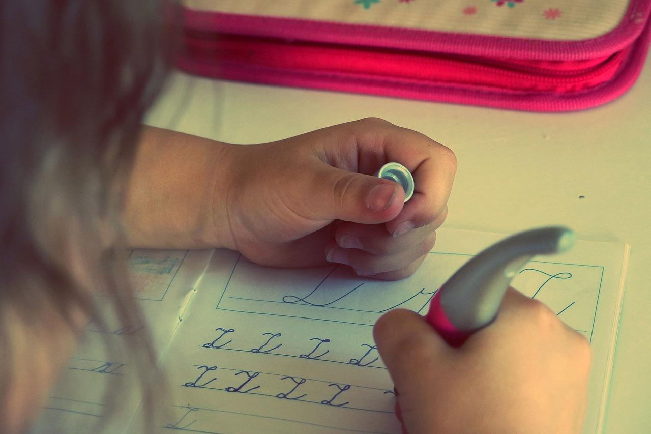Come convincere i bambini  a fare i compiti delle vacanze