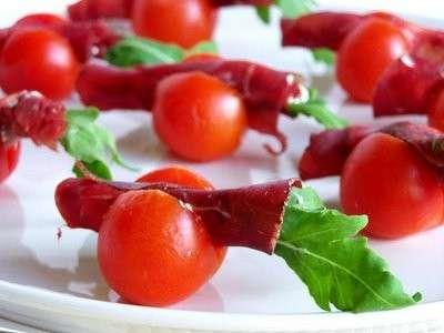 Ricette antipasti pomodorini con bresaola e rucola pourfemme