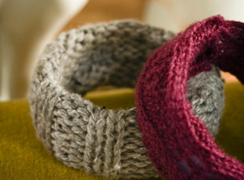 Lavori a Maglia: bracciali di lana