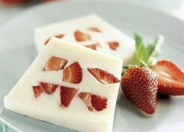Ricette dolci: mattonella di fragole e yogurt