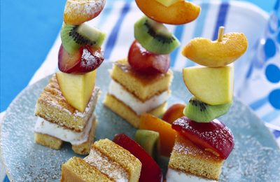 Ricette Facili: spiedini di frutta e pan di Spagna