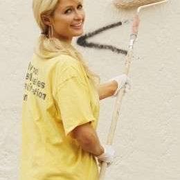 Paris Hilton ai lavori sociali, le foto