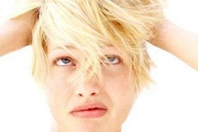 Capelli grassi o secchi: cause e cure