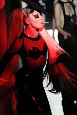 Lady Gaga modella per Thierry Mugler