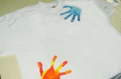 Regali fai da te per la Festa del Papà: la penna decorata e la t-shirt con le impronte