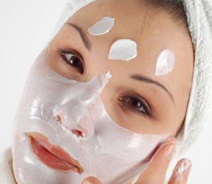 Cura viso: maschera allo yogurt per pelli grasse