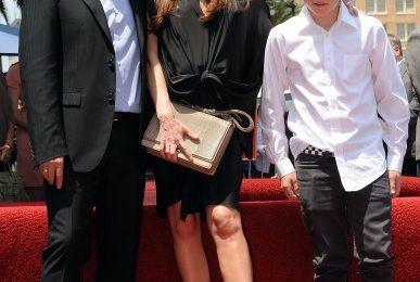 Victoria Beckham mamma filiforme: troppo pallida e magra anche incinta