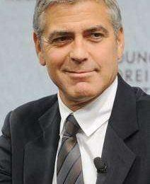 George Clooney compie 50 anni, ma a matrimonio e figli non pensa proprio…