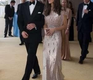 Prima serata di gala per William e Kate, e la neo sposa è già regina di stile. Foto