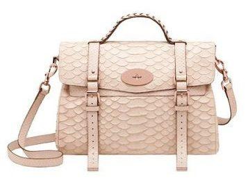 Mulberry presenta il nuovo must have: la borsa Alexa in rosa cipria