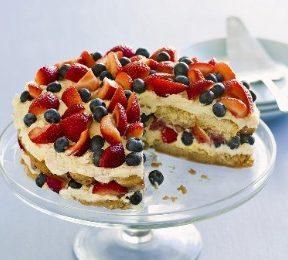 Ricette estive: torta con crema e frutta fresca