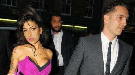 Amy Winehouse morta per amore? La cantante era depressa per la rottura con Reg Traviss