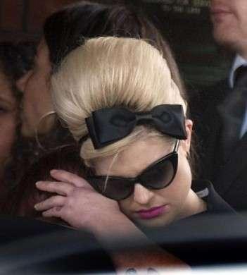 Al funerale di Amy Winehouse amici e parenti in lacrime: le foto