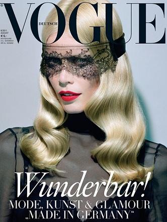 Claudia Schiffer per Vogue Germania nel numero di Agosto 2011: chic e sensuale!