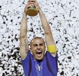 Cannavaro dice addio al calcio, ecco le foto più belle del capitano