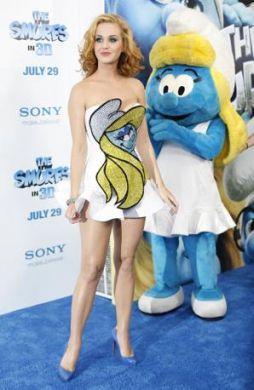 Katy Perry è una moderna Puffetta alla prima del film sugli ometti blu!