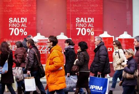 I saldi estivi non soddisfano: le vendite risentono della crisi?