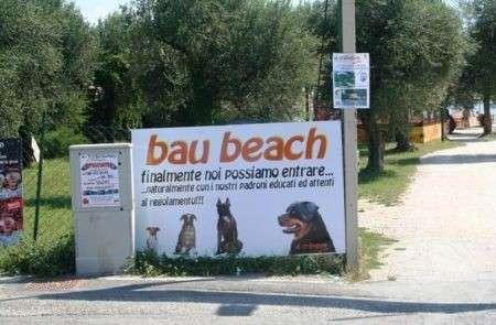"Vacanze in compagnia di Fido? Sul lago di Garda è nata la ""bau beach""!"