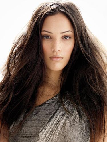 Il colore più trendy dell'autunno per i nostri capelli? Il castano, in tutte le sue declinazioni!
