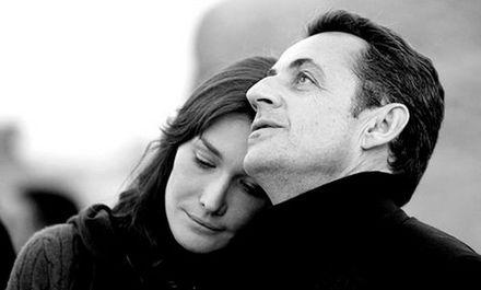 Un diamante sarà pure per sempre, ma per conquistare Carla Bruni, a Sarkozy sono bastate rose e tulipani…