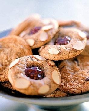 Ricetta pugliese dei biscotti con mandorle e lamponi