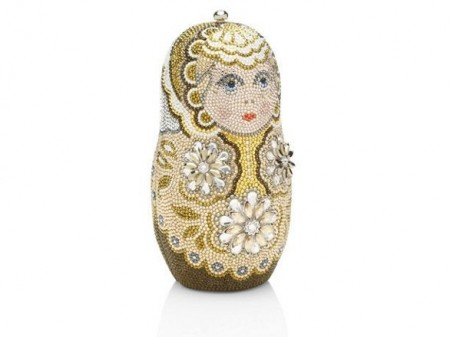 La deliziosa borsa gioiello di Judith Leiber a forma di matrioska