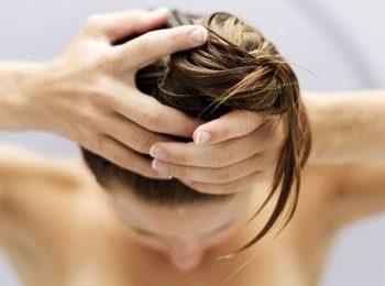 Maschere fai da te per capelli stressati, facili e low cost