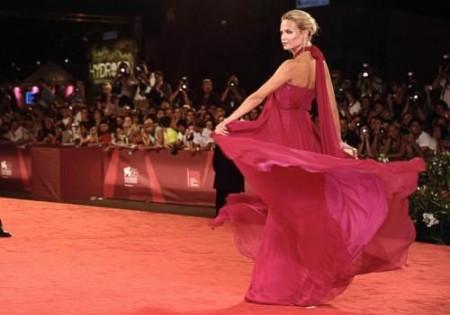 Natasha Poly al Festival del Cinema di Venezia in Gucci: bellissima!