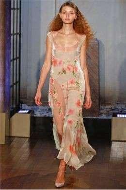 La donna romantica di Philosophy by Alberta Ferretti P/E 2012 alla sfilata durante la New York Fashion Week