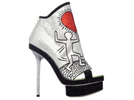 Le scarpe più sorprendenti sono quelle di Nicholas Kirkwood ispirate a Keith Haring