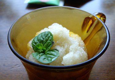 La ricetta sfiziosa del sorbetto al tè verde e menta