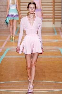 Pulita e fresca la collezione di Versus presentata a Milano Moda Donna P/E 2012
