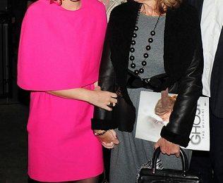 Katy Perry ama il rosa: eccola in total look Giambattista Valli!