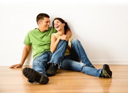"""Il detto """"due cuori e una capanna"""" vale sempre: il matrimonio è più felice se i soldi non contano"""