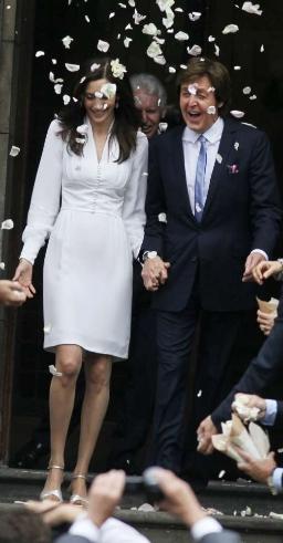 Paul McCartney ha sposato Nancy Shevell, l'abito da sposa era di Stella McCartney!