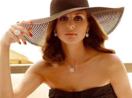 Carrera y Carrera presenta la collezione Mediterraneo e sceglie Olivia Palermo come testimonial
