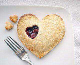 Crostatine romantiche con sfoglia e marmellata