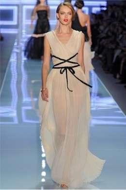 Christian Dior, orfano di John Galliano, presenta a Parigi la collezione P/E 2012