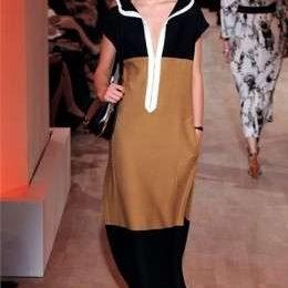 A Parigi sfila la donna monacale di Hermès, nel colore la forza della collezione P/E 2012