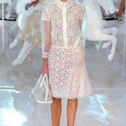 La romantica sfilata primavera estate 2012 di Louis Vuitton con un'inedita Kate Moss