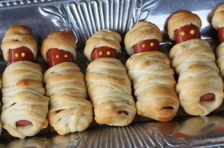 Le mummie di Halloween, finger food con wurstel e pasta brisèe