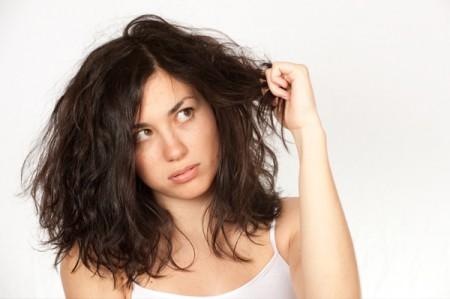 Le donne hanno sempre un problema per la testa: i capelli! Solo il 7% ama i propri…