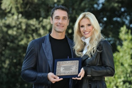"""Raoul Bova regista, e Michelle Hunziker attrice, denunciano lo stalking nel corto """"Amore Nero"""""""
