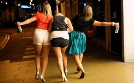 Tampax imbevuti di vodka per sballarsi prima, la nuova tendenza dei giovani