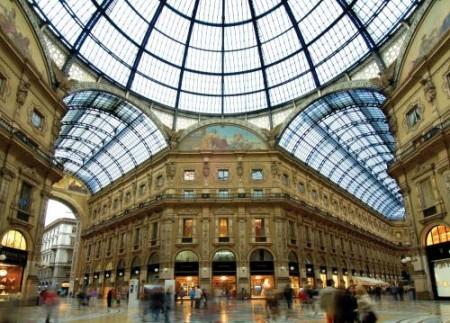 Prada batte Apple e Gucci: aprirà il suo nuovo megastore in galleria a Milano!